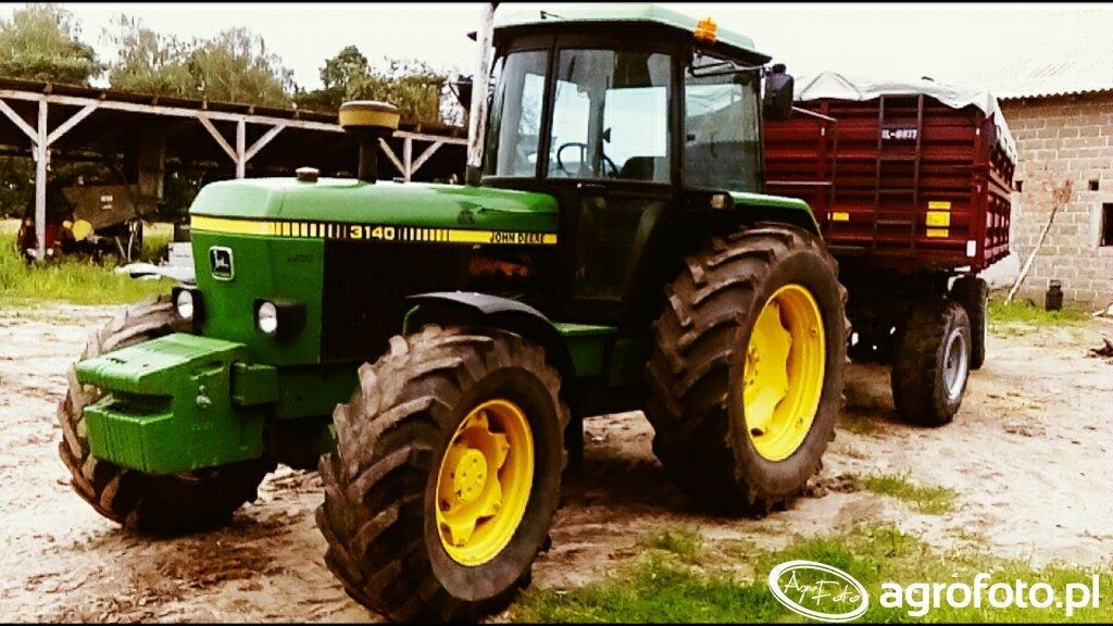 John Deere 3140 i przyczepa HL 8011