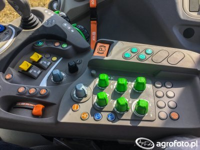 Deutz-Fahr Agrotron 6215RCShift  - podłokietnik