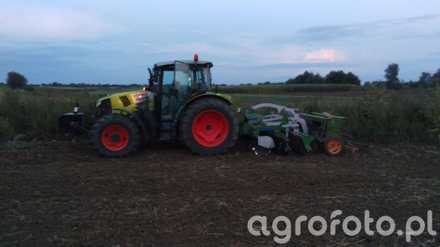 Claas Arion 410 + Tolmet Tytan packer 2,5 + Amazone D7 Special