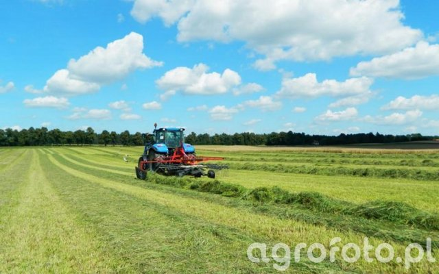 New Holland T5.105 DC / JF Stoll 420 DS