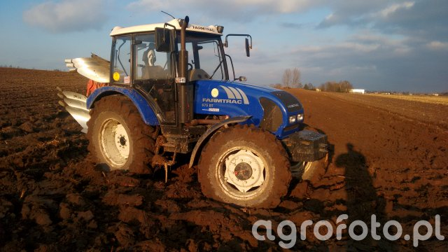 Farmtrac 675dt + Krone Mustang 100/3