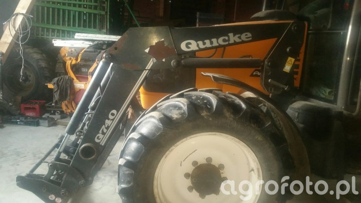 Quicke Q740 samopoziomowanie