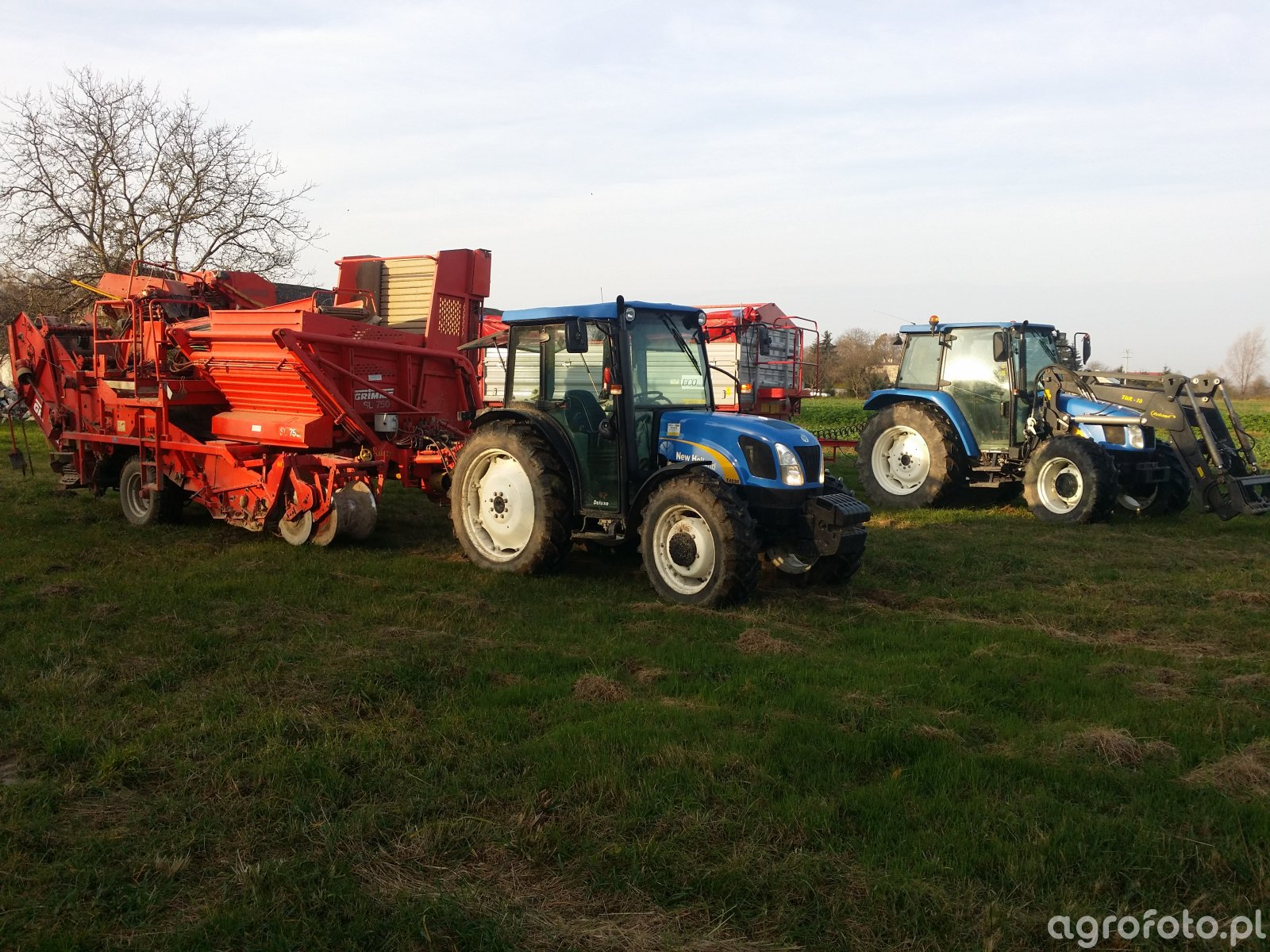 New Holland T4030 + Grimme SL 750 i New Holland TL90A + Metaltech Eco 10