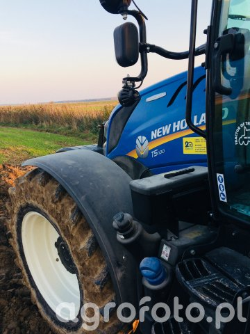 New Holland T5