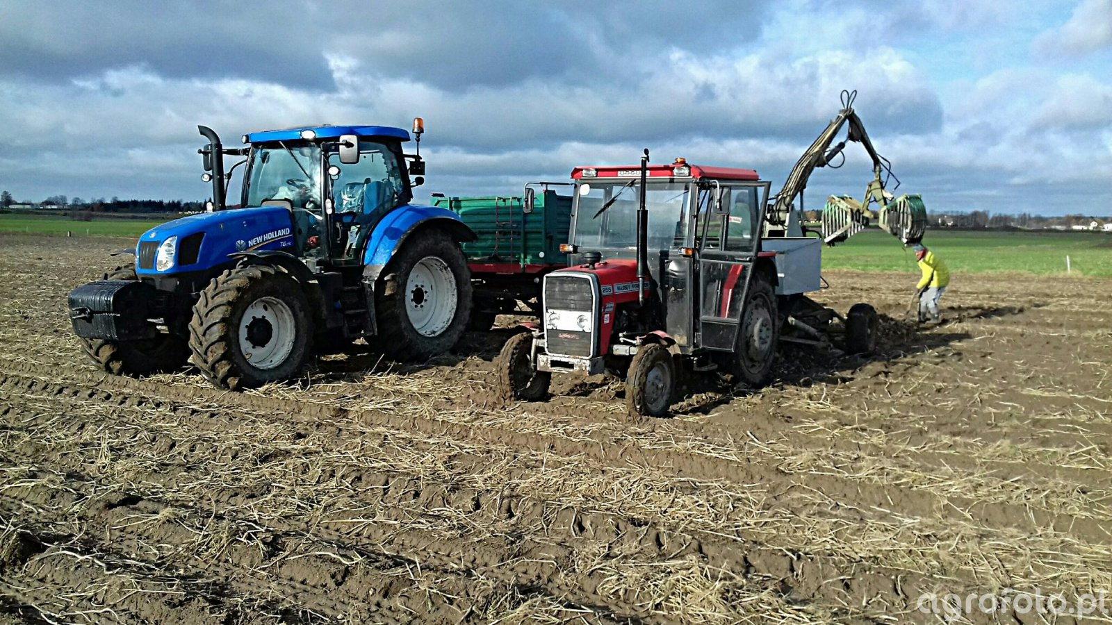 New Holland T6.175 & MF 255