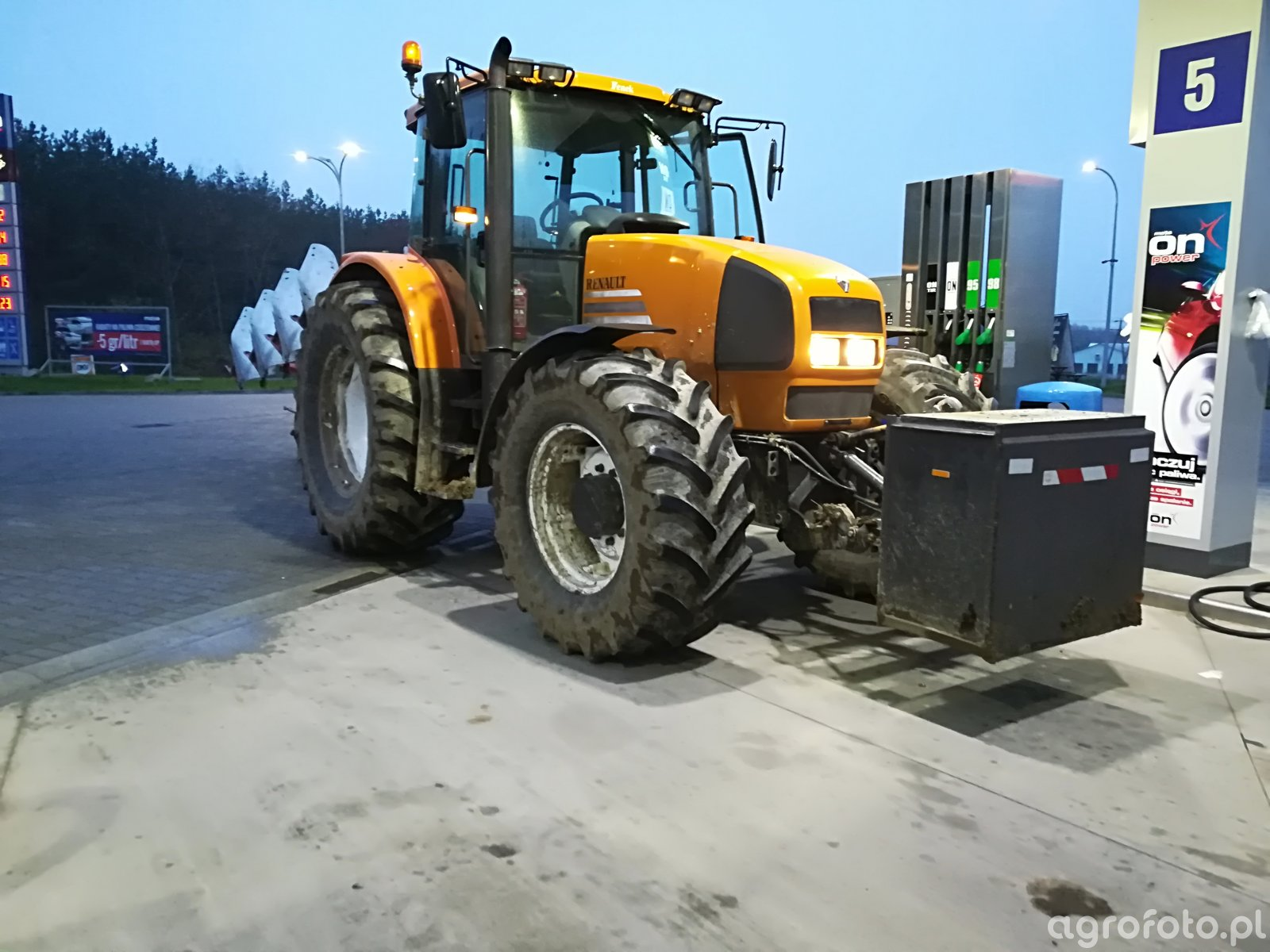 Renault Ares 640rz