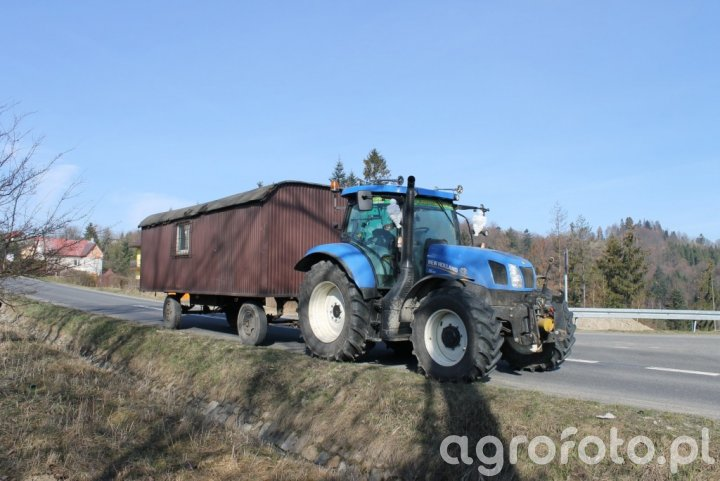 New Holland T6.155 + barakowóz