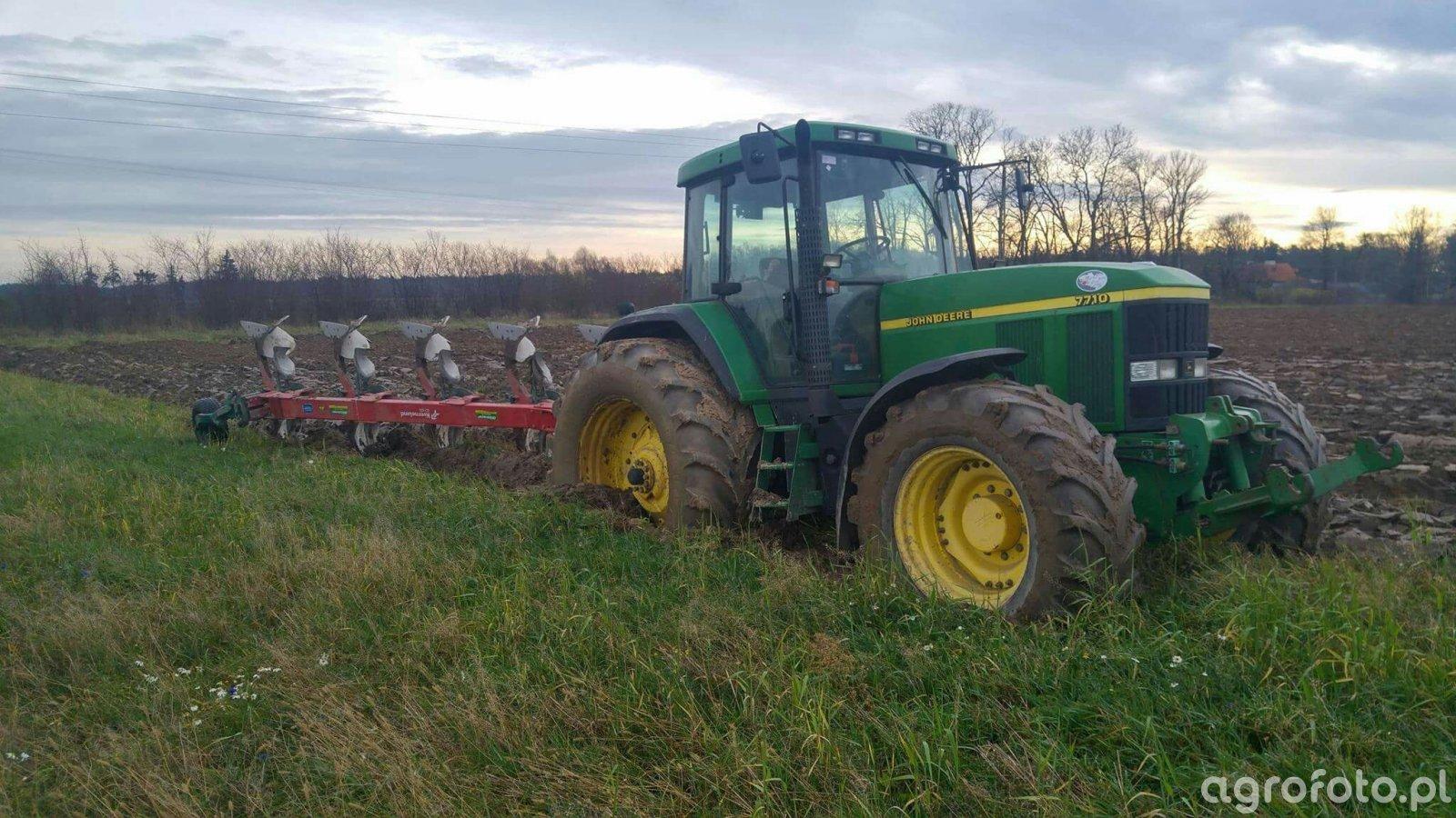 John Deere 7710 i Kverneland ED100