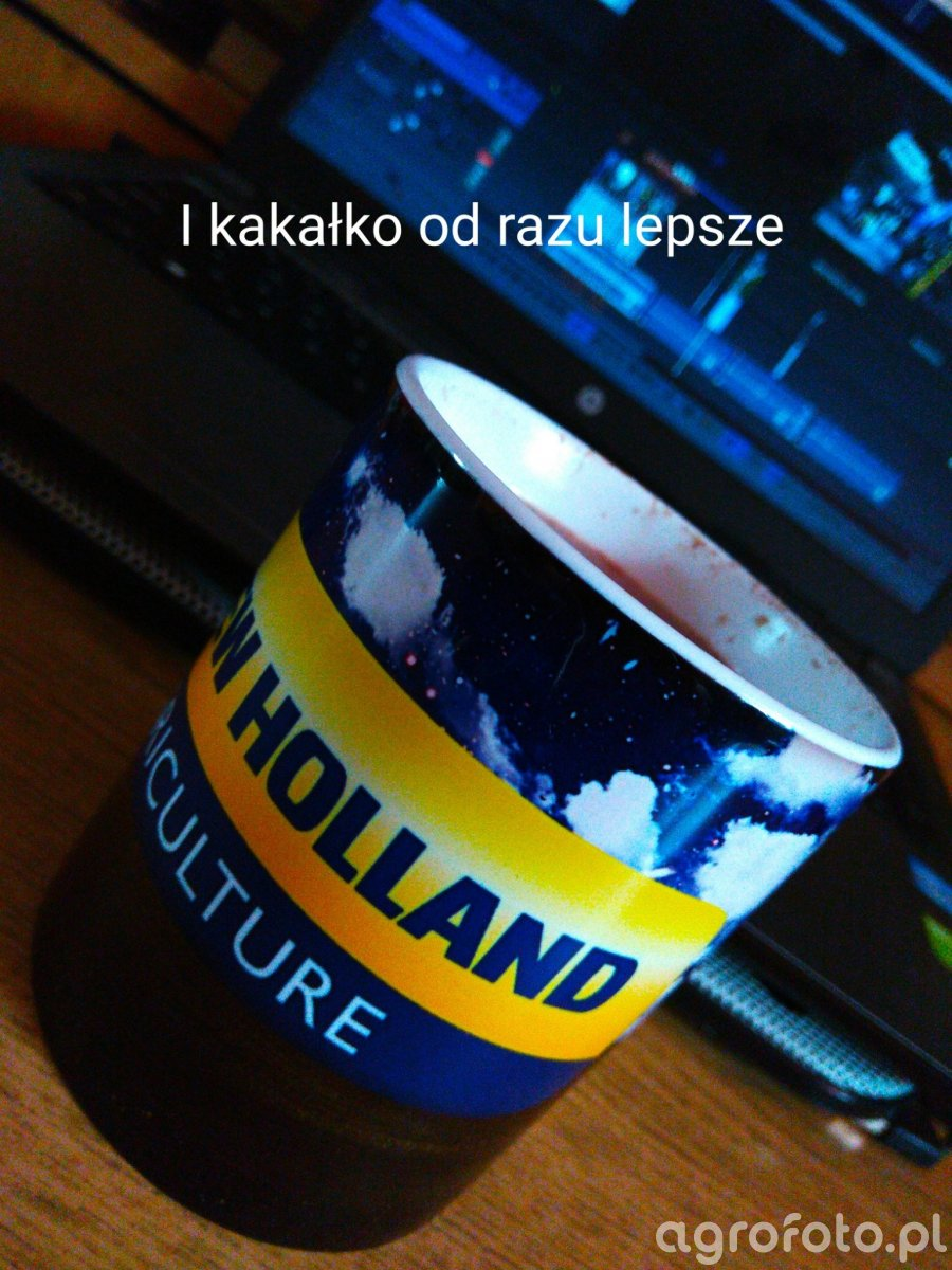 Kubek New Holland