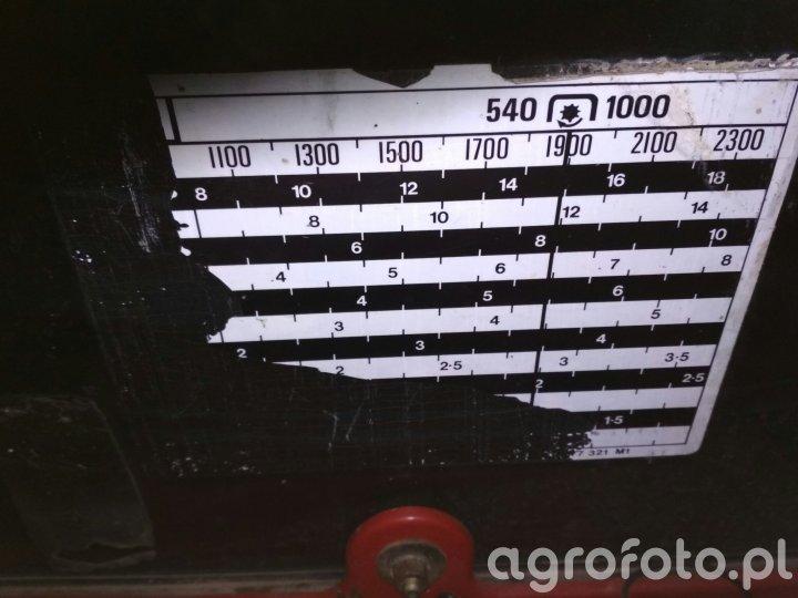 Naklejka Massey Ferguson 690
