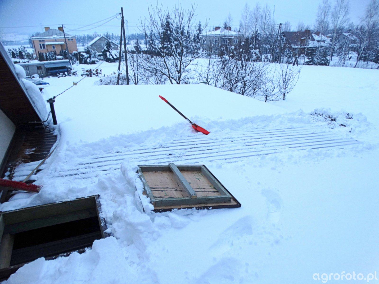 Odśnieżanie dachu