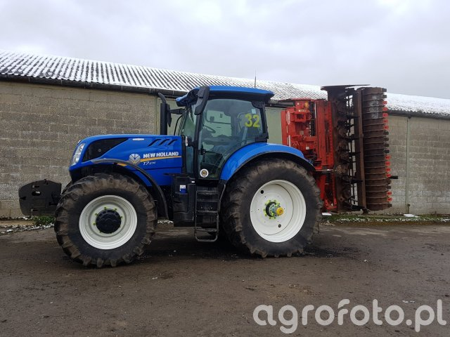 New Holland T7. 270