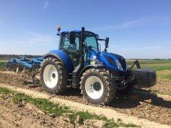 New Holland T5.100EC & Agro-Lift
