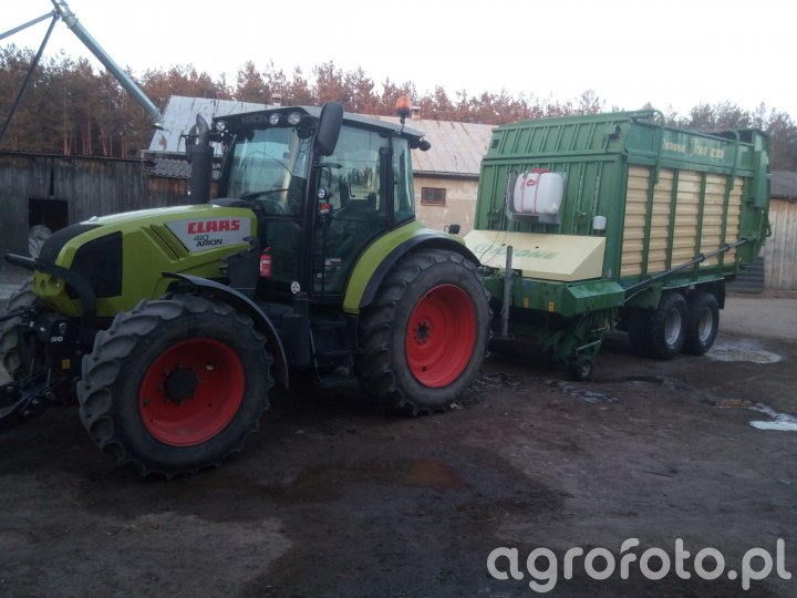 Claas Arion 410 i Krone Titan R44GD