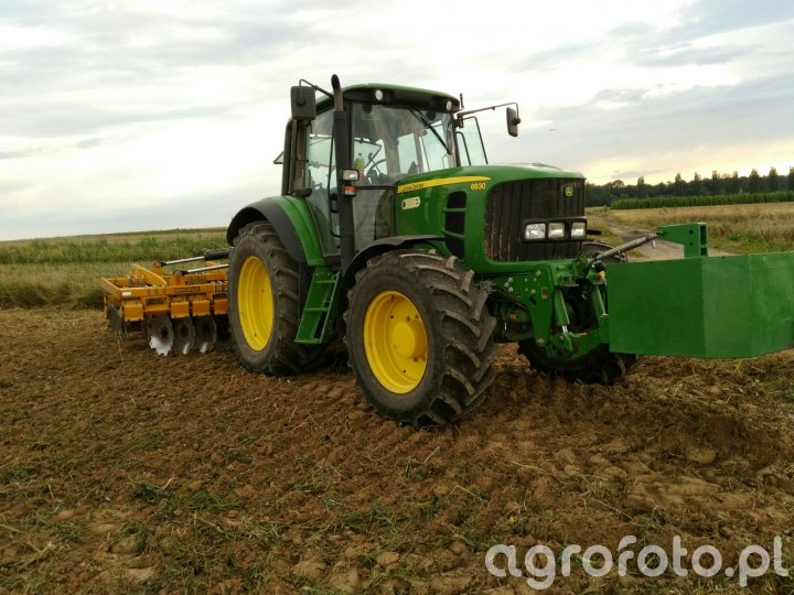 John Deere 6830 & Stal tech uh40