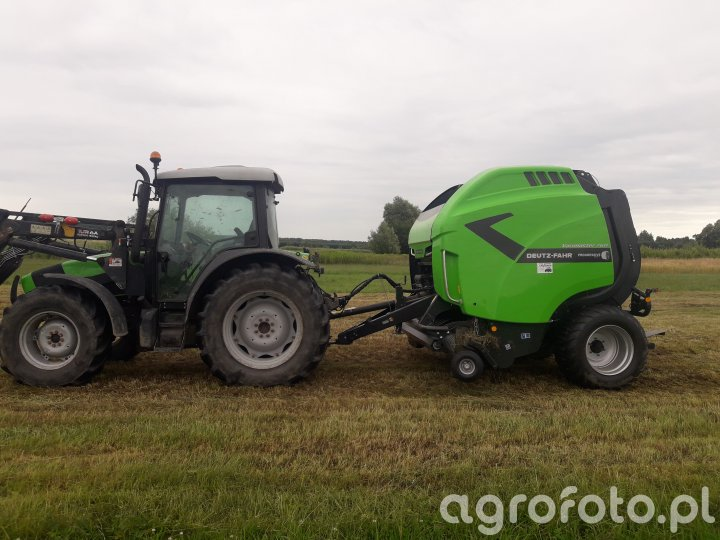 Deutz Fahr Agrofarm 420 z prasą DF Varimaster 760