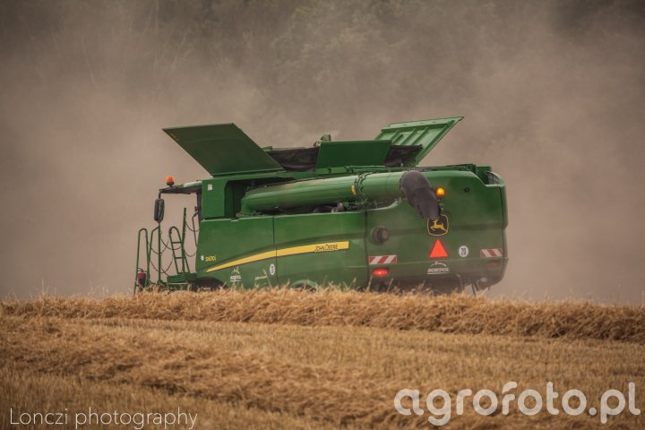 John Deere S670 w pszenicy ozimej