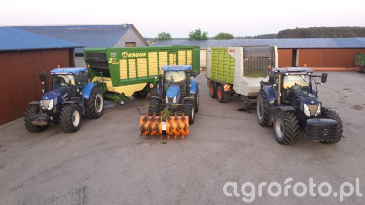 New holand t7 220 + Krone zx 470 New holand t7 270 blue power + claas cargos 9400 New holland t608