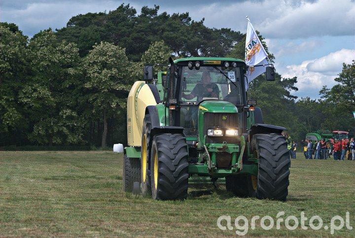John Deere 6920S + Krone Comprima CV150XC