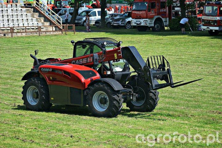 Case IH 735 Farmlift