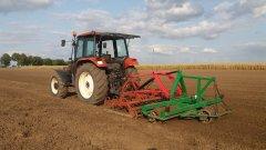New Holland L75 i zestaw uprawowy