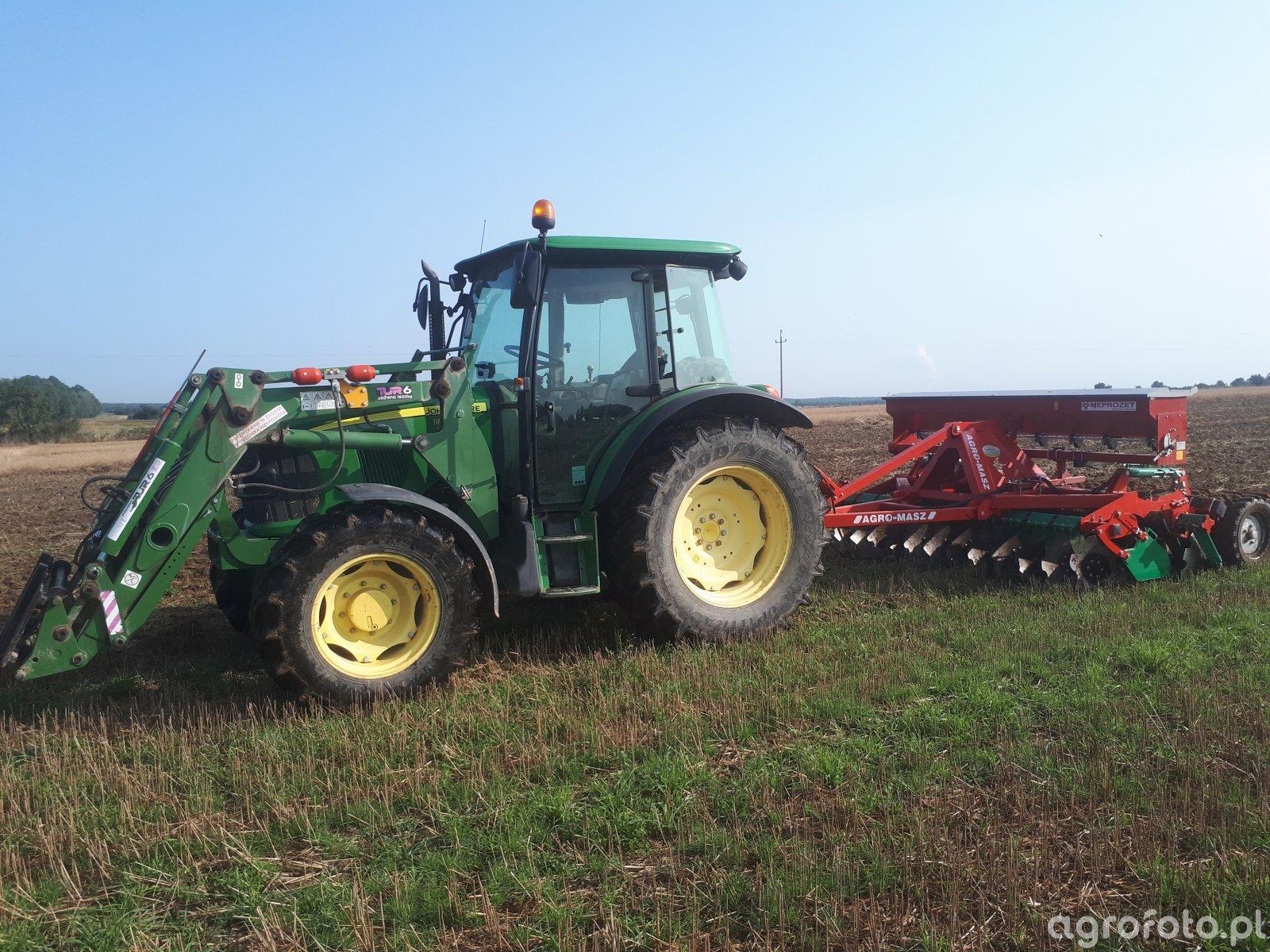 John Deere 5090M + Agro-Masz 3m drive