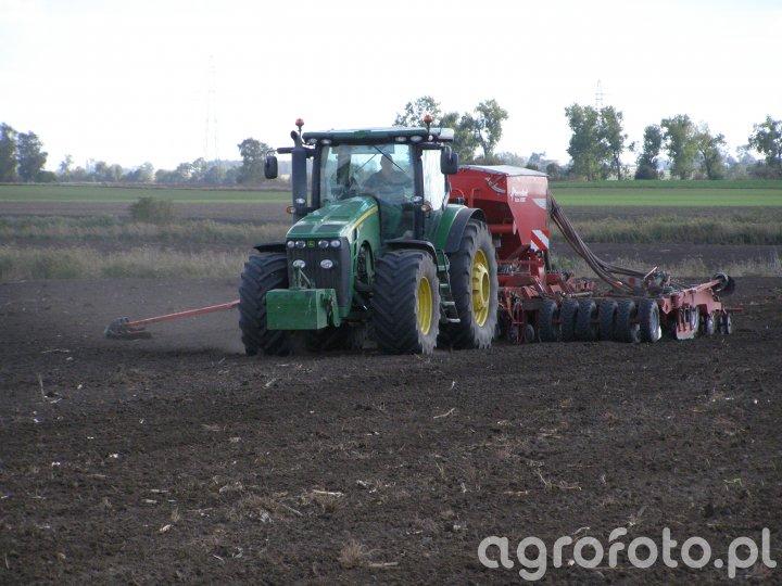 John Deere 8345R & Siewnik Kverneland Accord MSC 6000