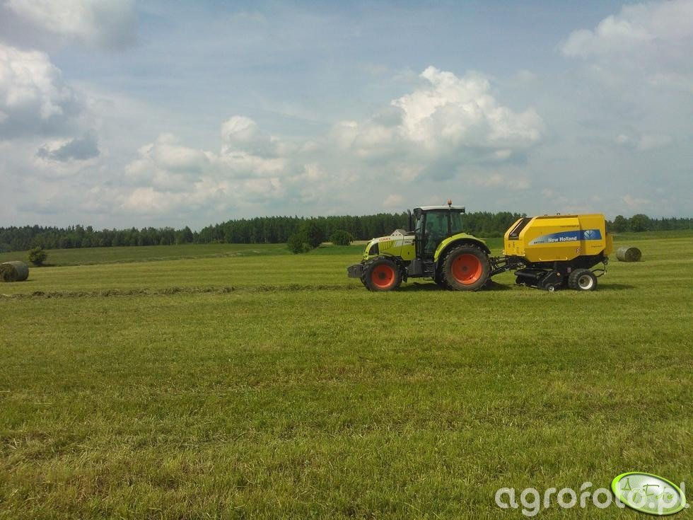Claas Arion 620 CIS & New Holland BR7060