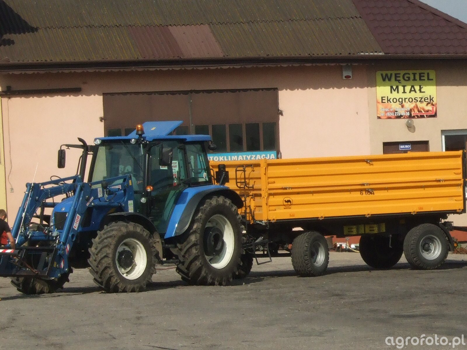 NH T5050 & Wielton 6t