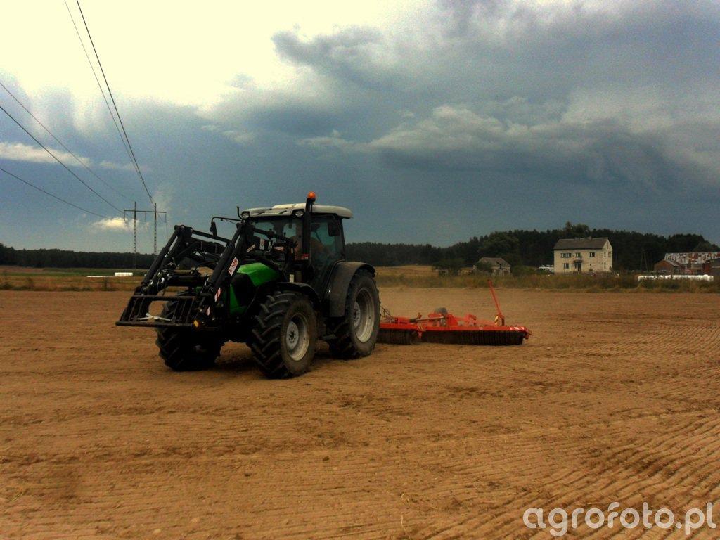 DF Agrofarm 410 + wały posiewne