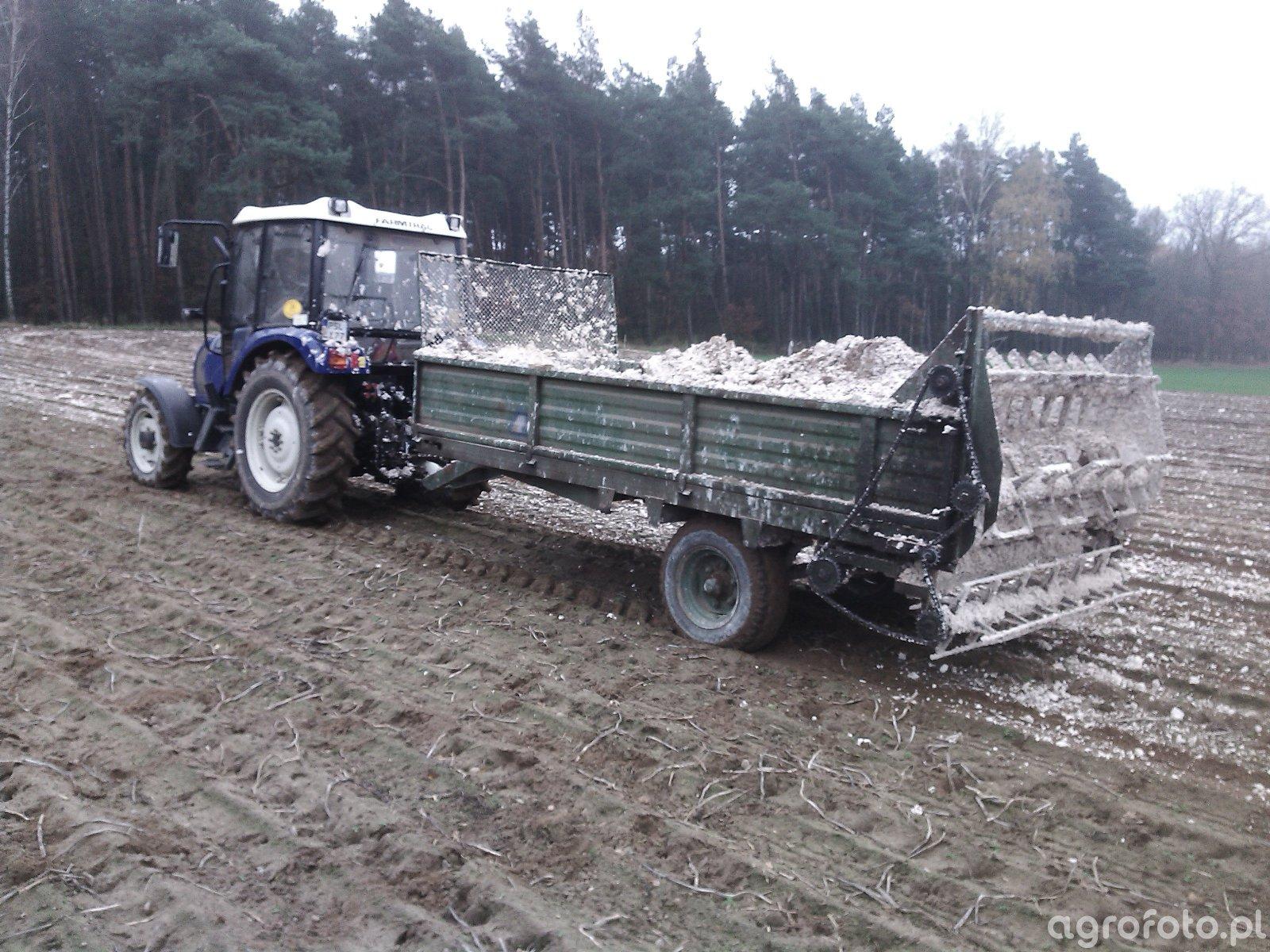Farmtrac 555 DT + rozrzutnik