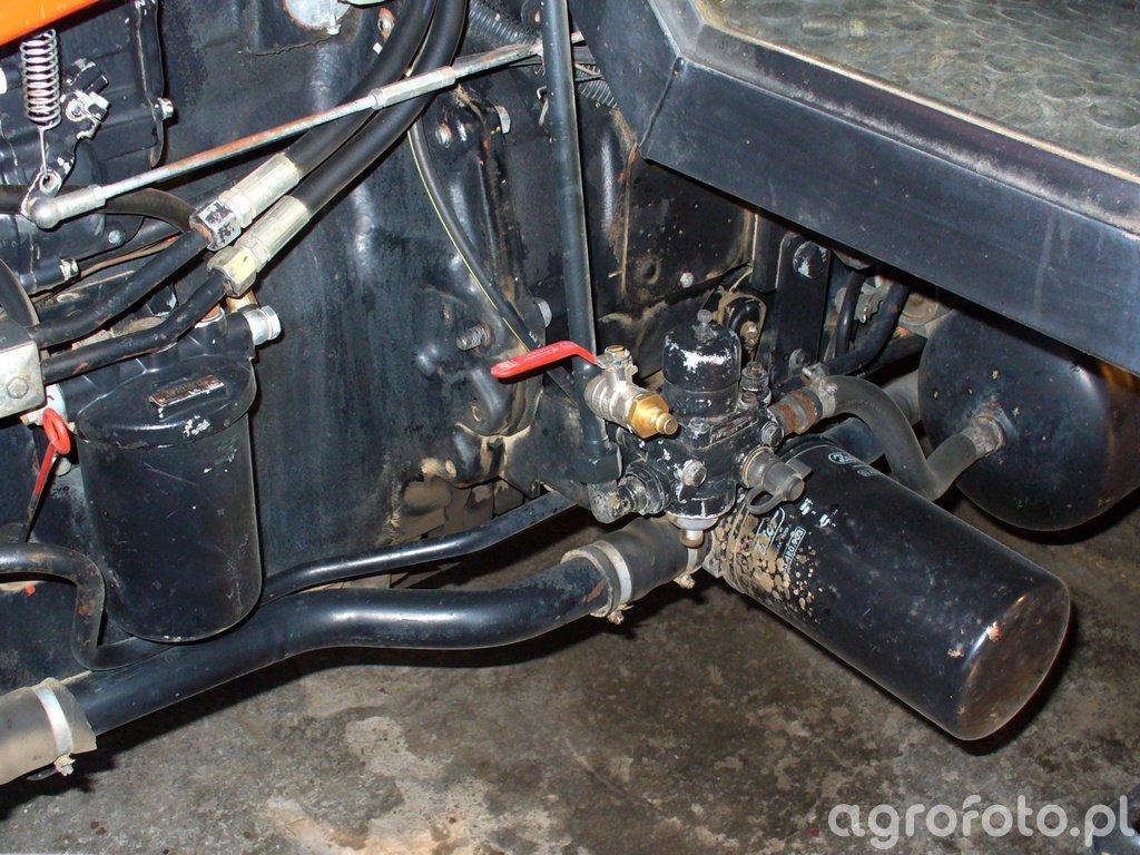 Złącze do szybkiego napełniania instalacji pneumatycznej
