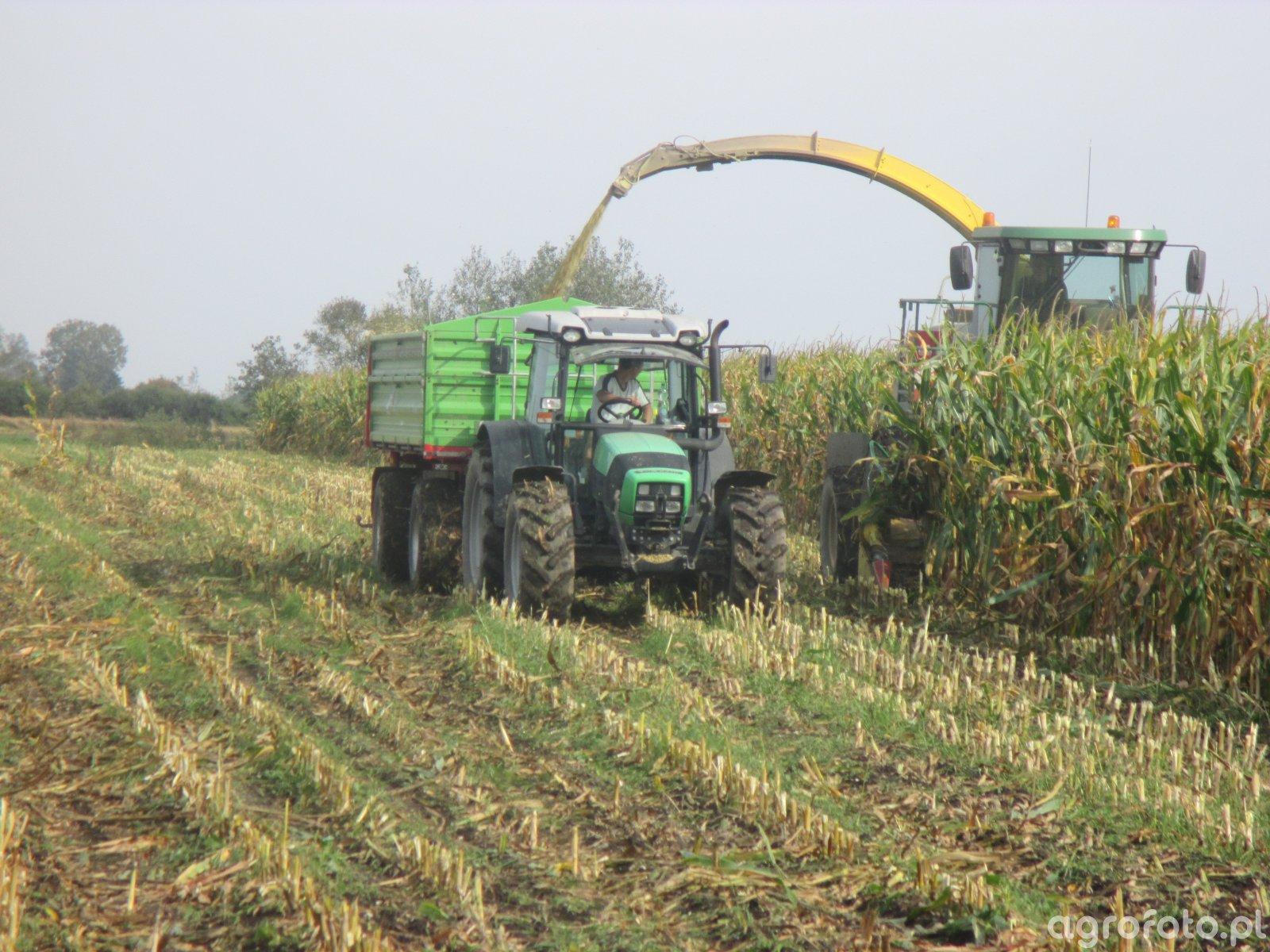 Deutz-Fahr Agrofarm 430 i Unia Brzeg P-10 Long oraz John Deere 7400