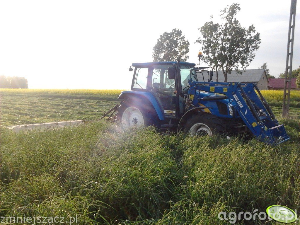 New Holland T5060 + Krone AM 282