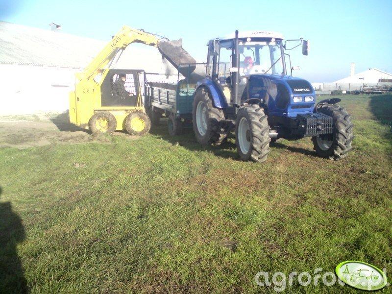 Farmtrac 690 DT i rozrzutnik