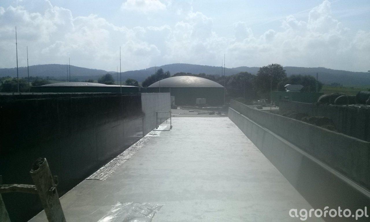 Biogazownia i zbiorniki na kiszonkę