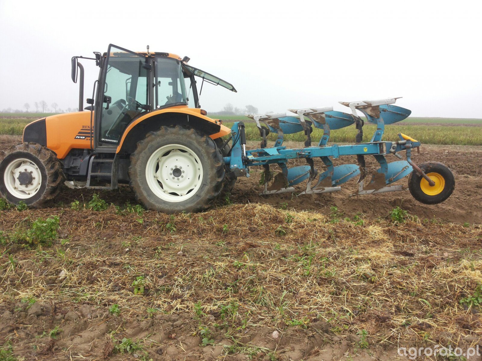 Overum BV 397F & Renault ares 540rx