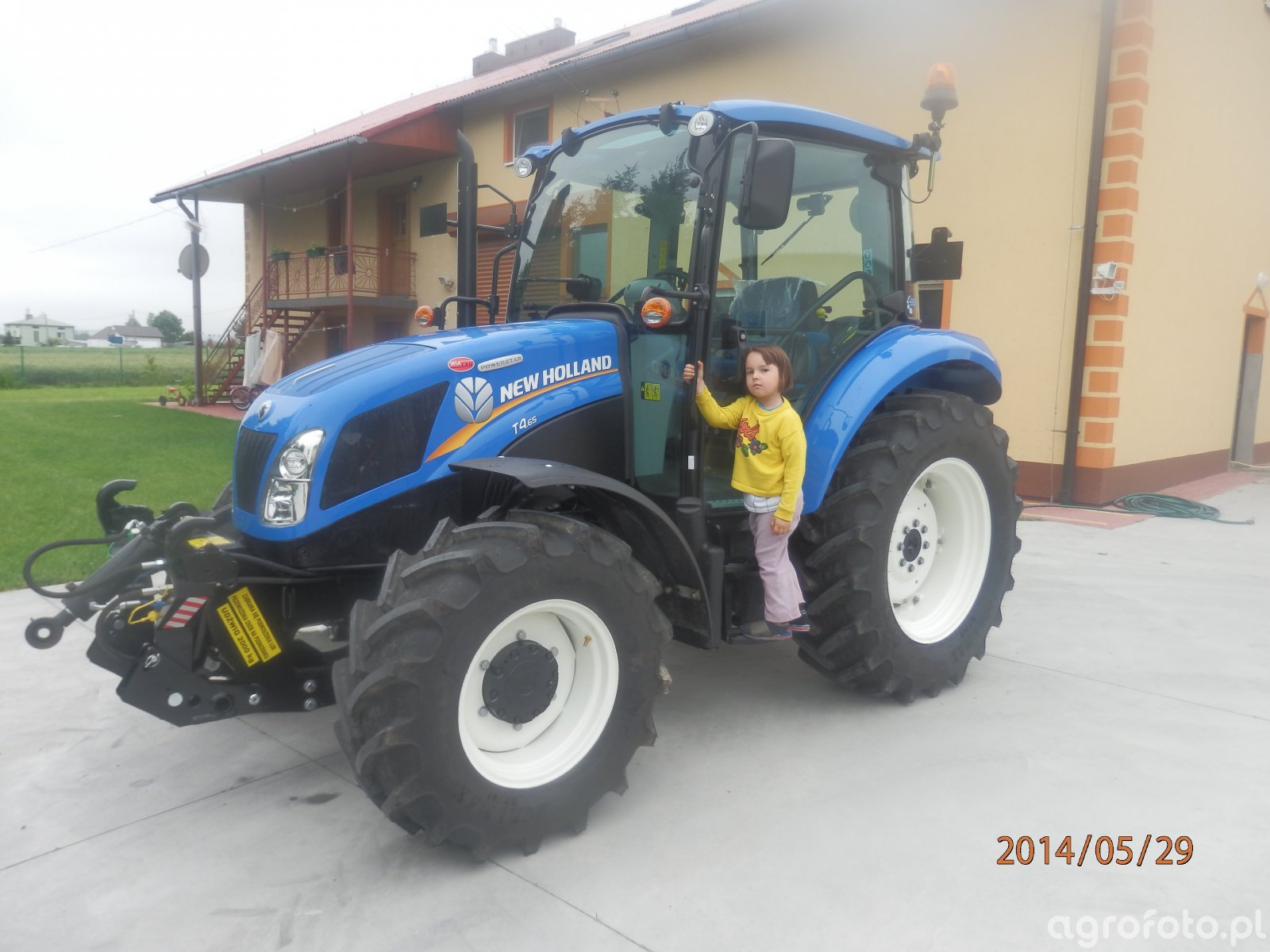 New Holland t4 65