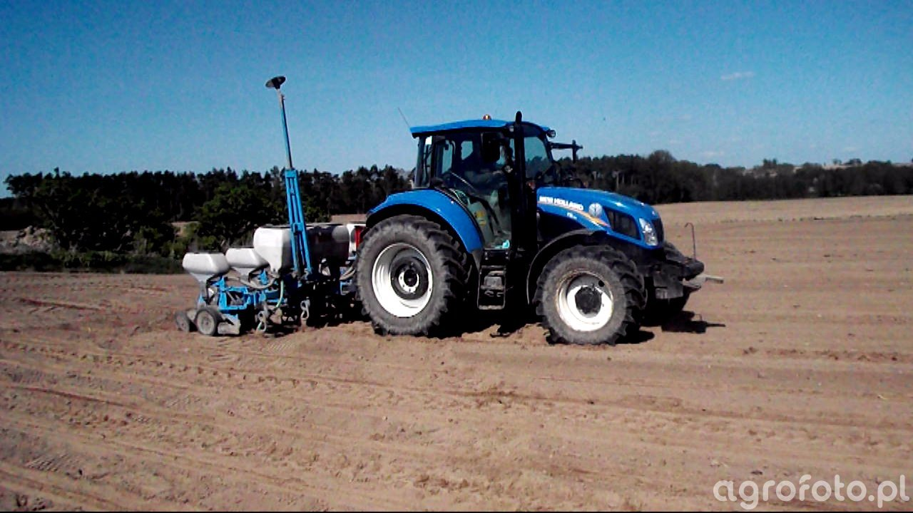 New Holland T5.115 & Monosem