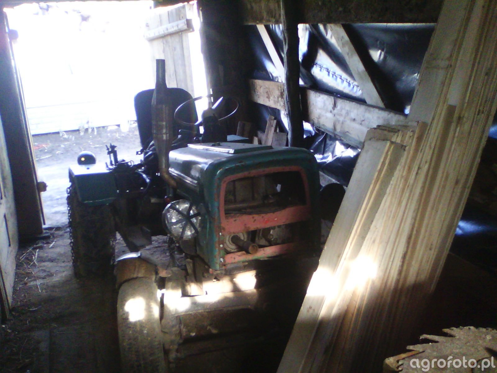Sam w garażu