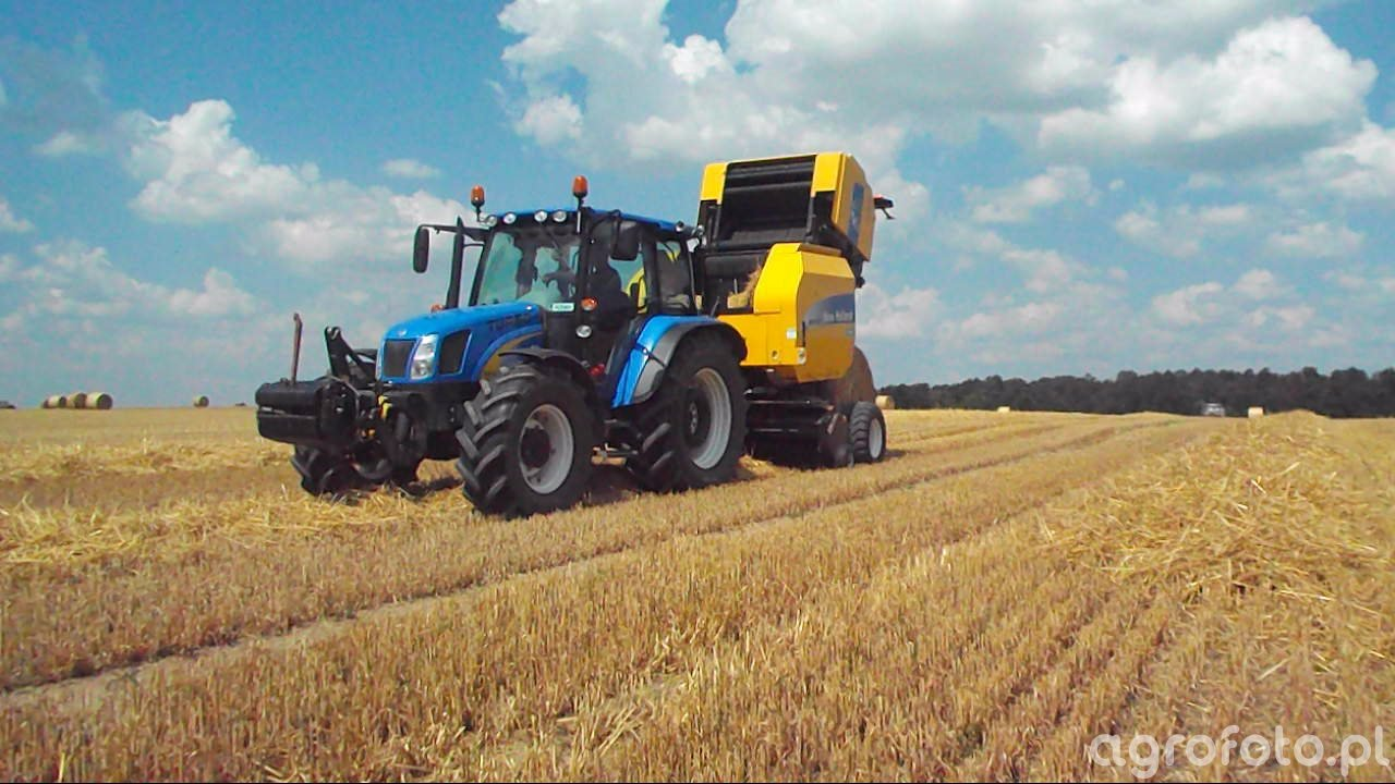 New Holand T5070 & New Holland BR7060
