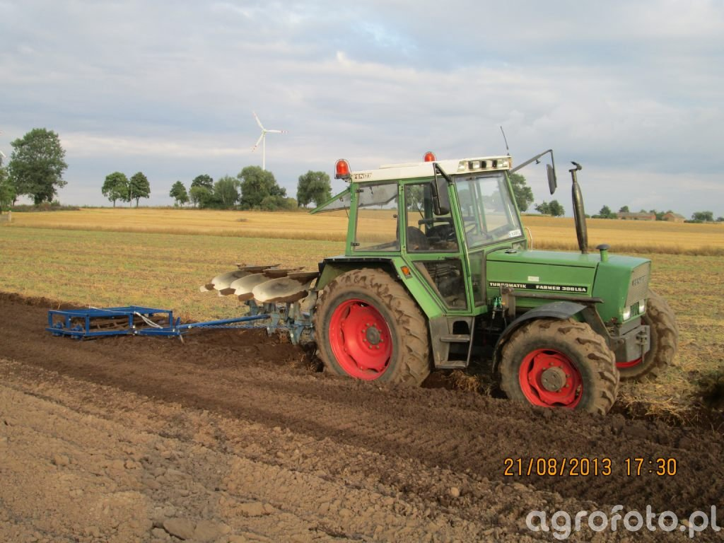 Fendt Farmer 306 LSA + Rabewerk i podwójny wał strunowy