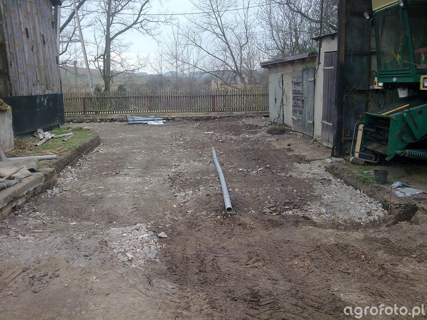 Podwórko przed garażami