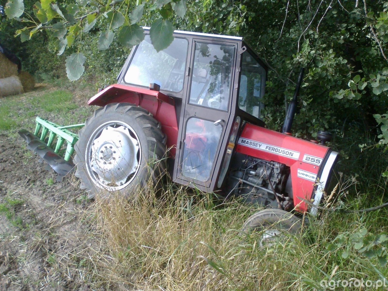 Massey Ferguson 255 - Tractor Accident