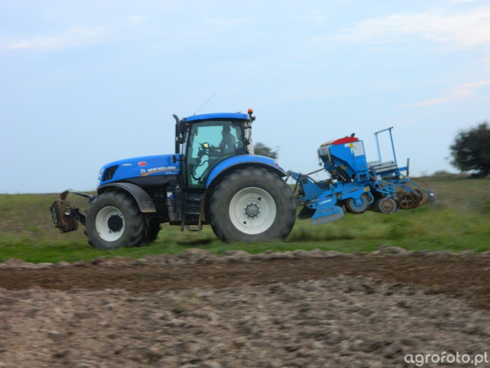 New Holland T7-220, Lemken Saphir 7
