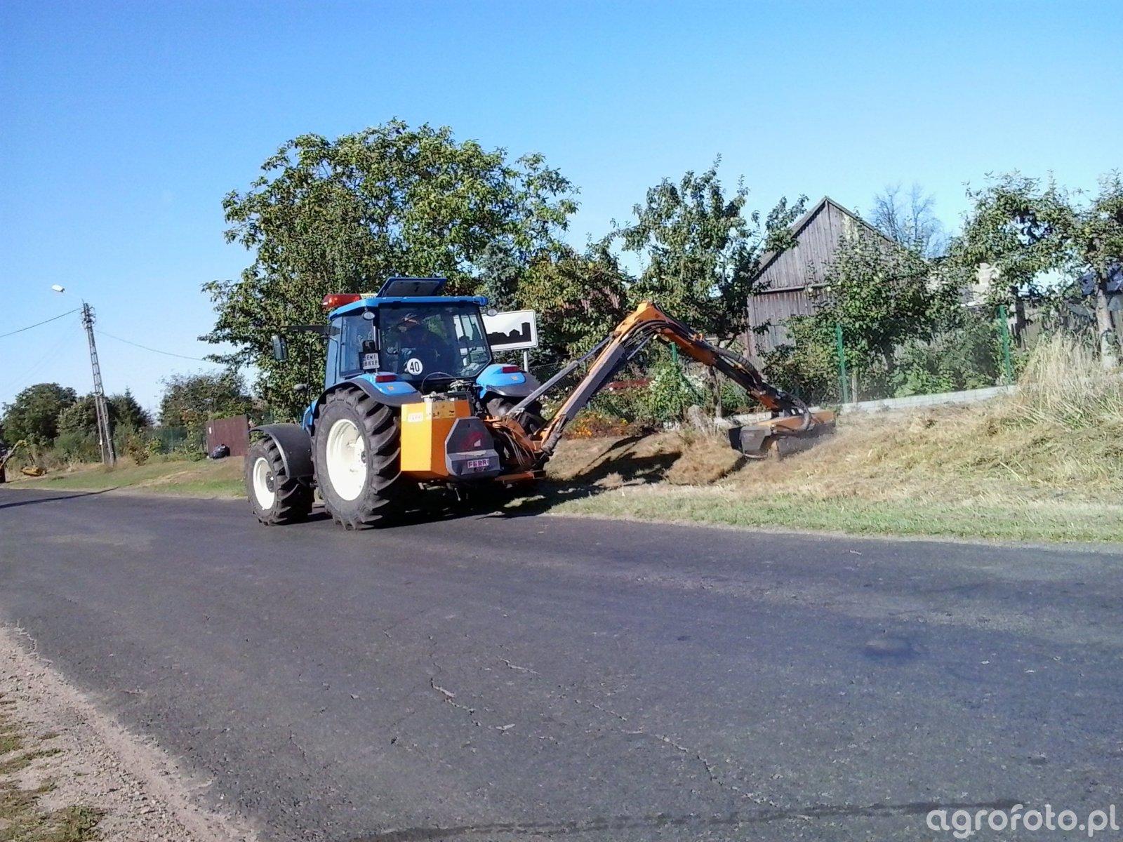 New Holland T 5060 + Kosiarka do poboczy