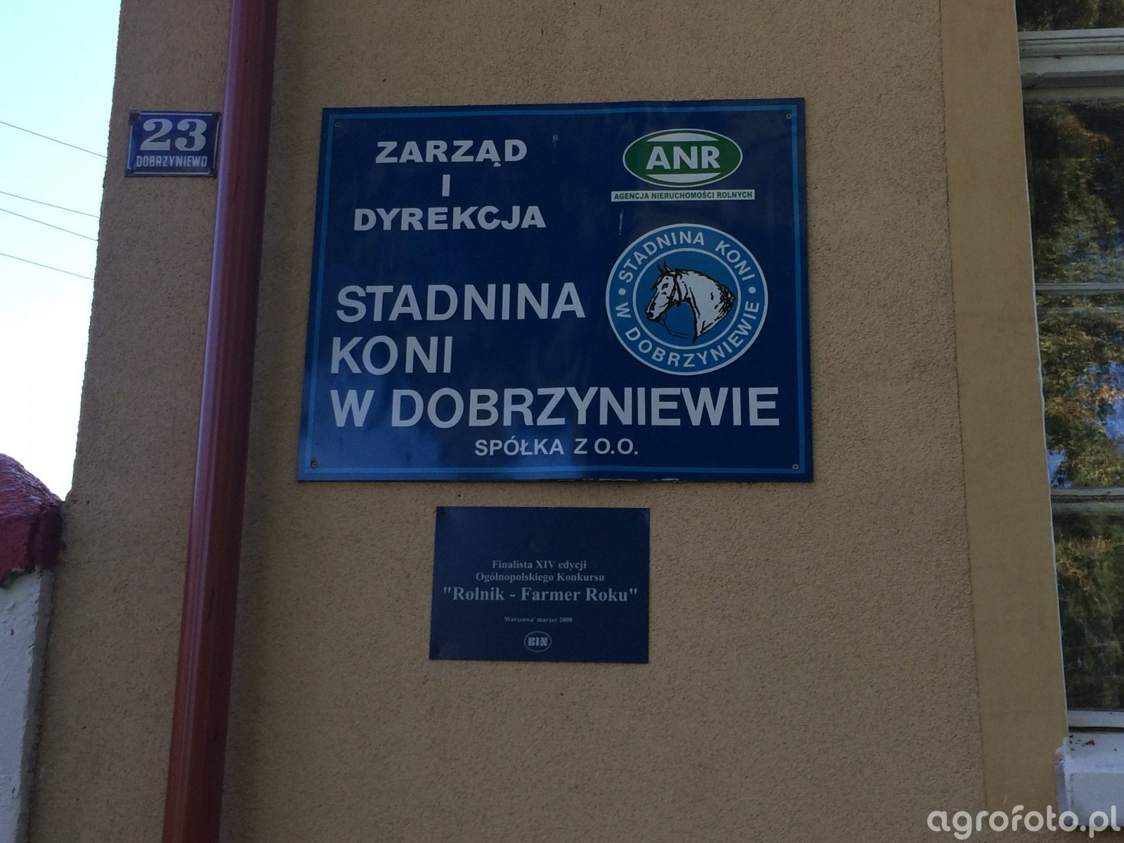 Zdjęcie tablicy Stadniny Koni w Dobrzyniewie