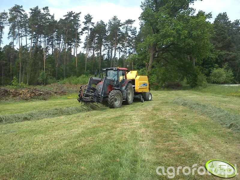 Valtra N101 + New Holland BR6090 CropCutter