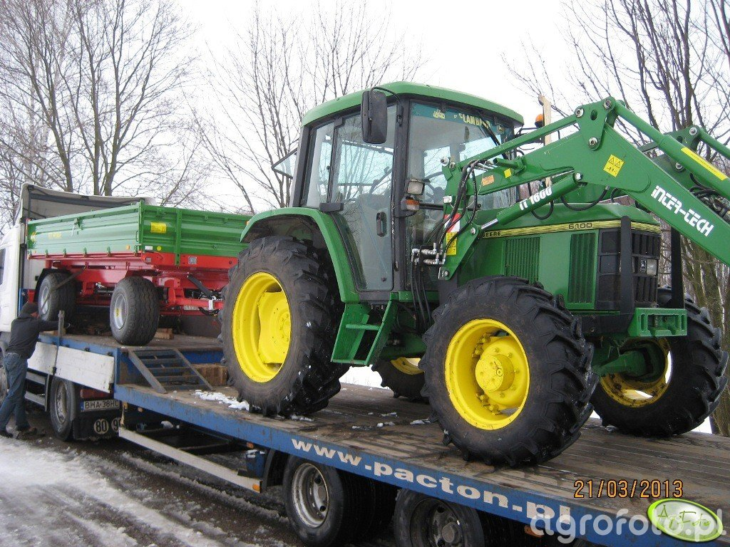Pronar 672 i JD 6100