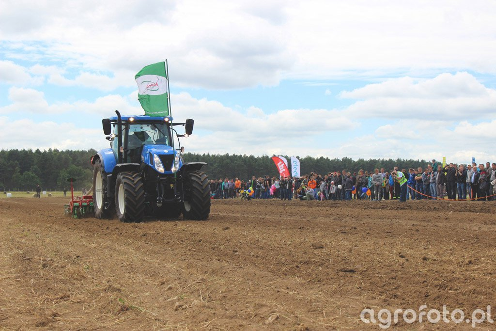 New Holland T7 + Unia Fenix 700/3